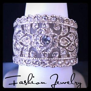 Jewelry - GORGEOUS Rhinestone SilverTone Fashion Ring SZ 7.5
